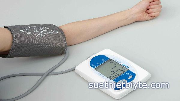 Máy đo huyết áp bị hỏng nên sửa chữa hay mua mới